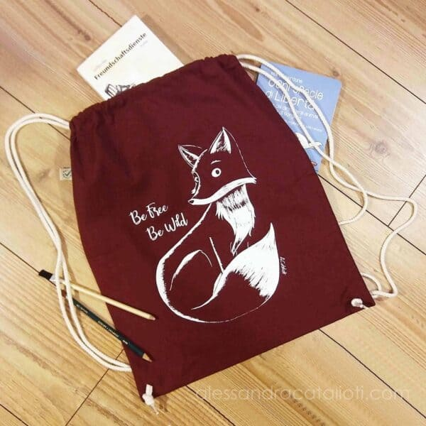 cotton sackpack color burgundy with a fox picture